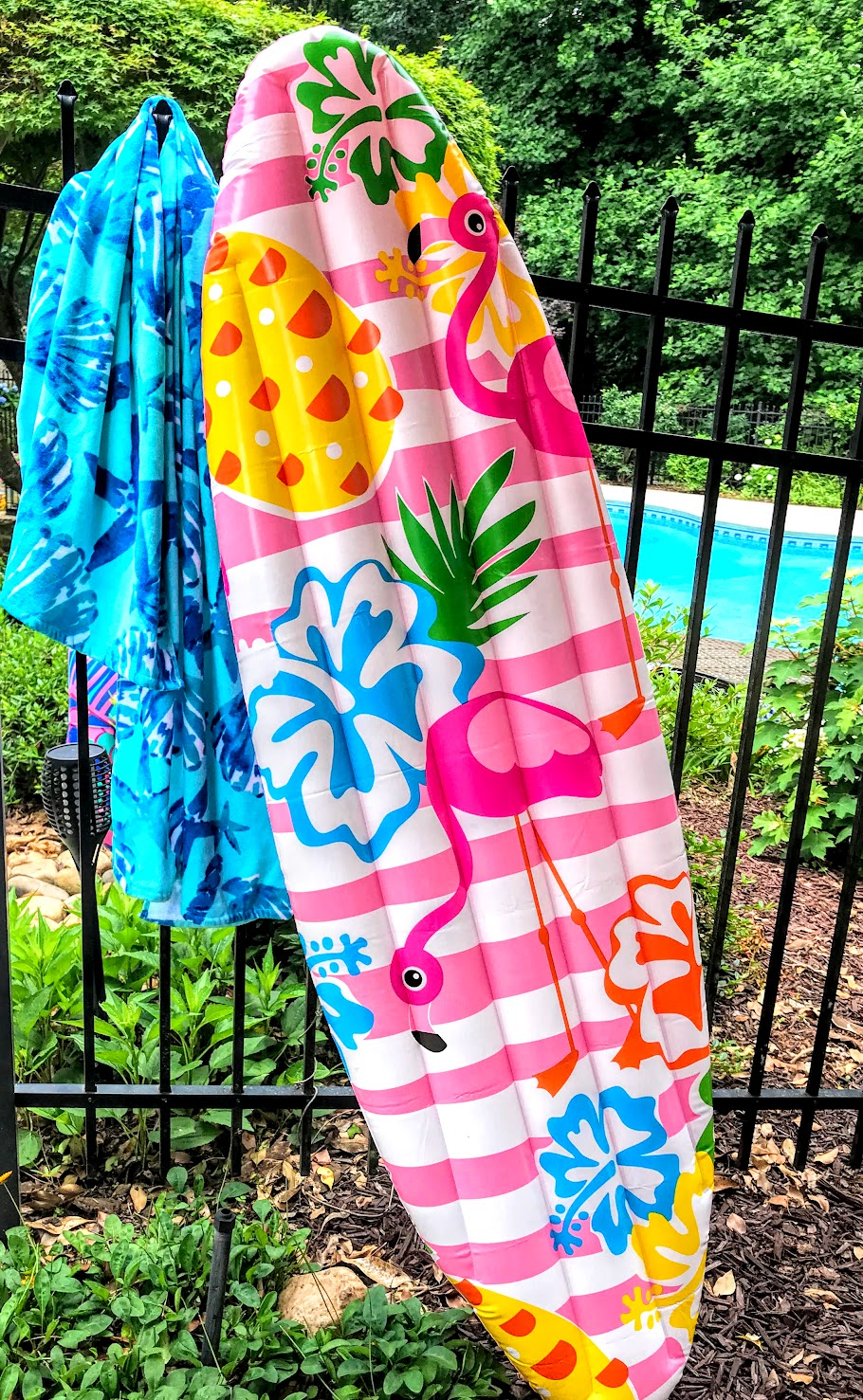 swimming pool party ideas with a beach theme