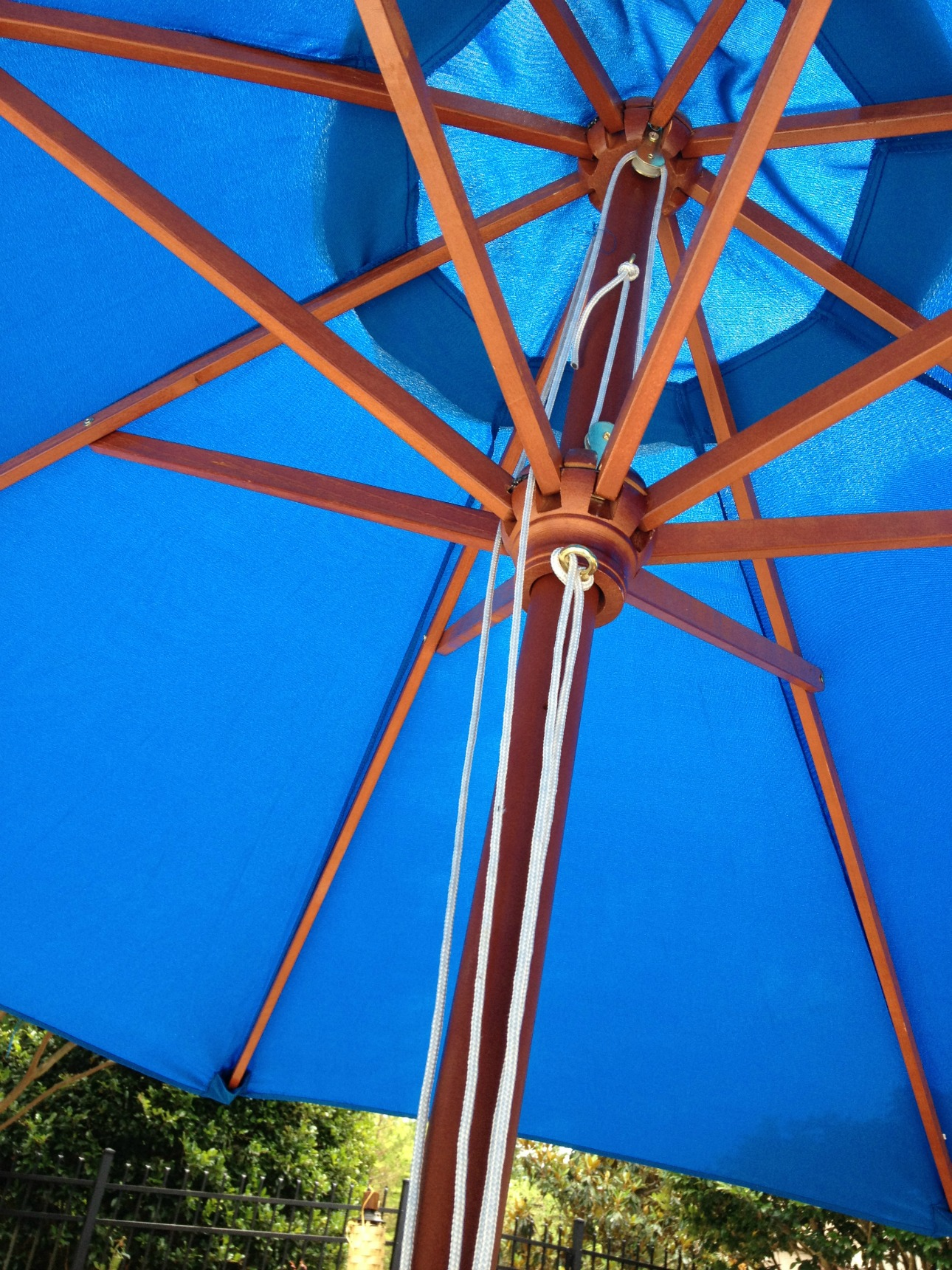 your guide to large patio umbrellas