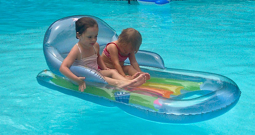 pool float loungers