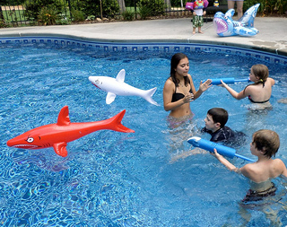 kids swimming pool party games