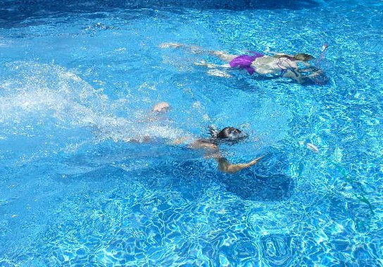 swimming pool party games